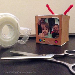 Free Printable – Tiny Television Photo Cube Paper Craft